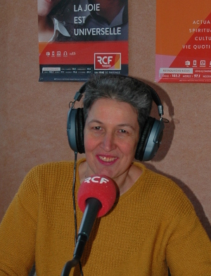 Photo de Laurence Musy dans le studio RCF